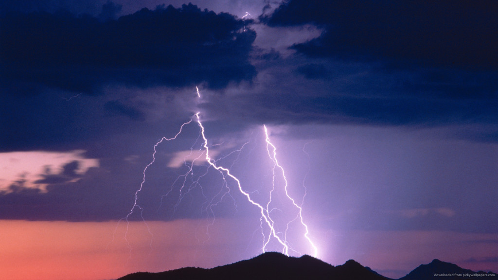 lightning-bolt-on-the-top-of-a-mountain