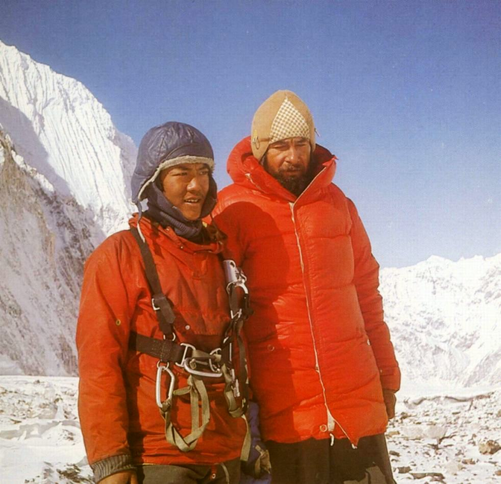 Mount_Everest_1980_-_Norbu_and_Heinrichwiki