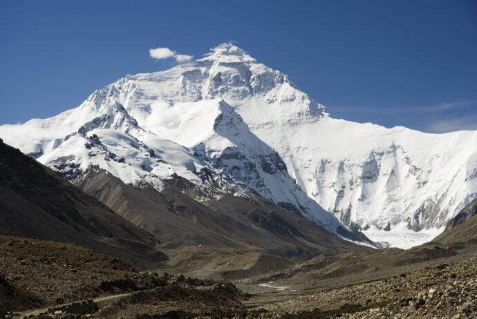 Everest, ściana północna – widok z drogi do bazy, fot. Luca Galuzzi, wikipedia